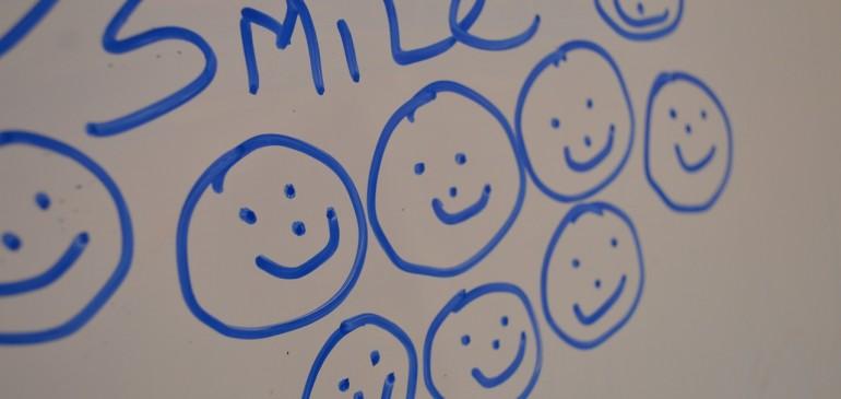 Una sonrisa tuya puede cambiar el mundo que te rodea